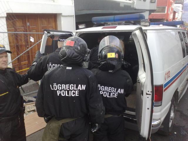 Frá aðgerðum lögreglu við Vatnsstíg í morgun.