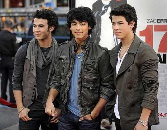 Kevin Jonas, Joe Jonas og Nick Jonas árið 2009.