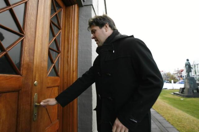 Bjarni Benediktsson kemur á fund í Stjórnarráðinu.
