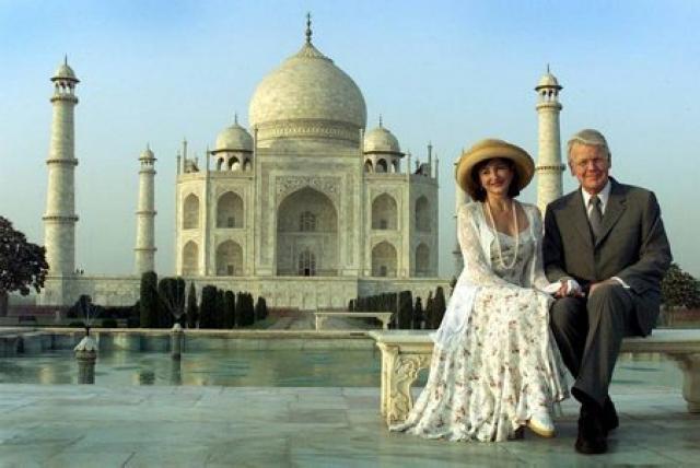 Dorrit og Ólafur Ragnar við Taj Mahal á Indlandi árið …