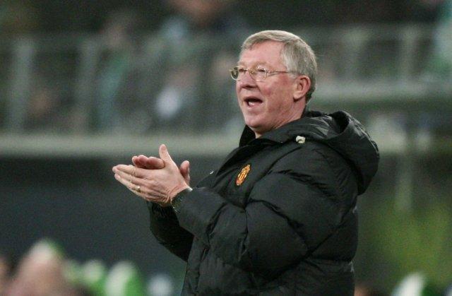 Alex Ferguson á von á áskorun frá stuðningsmönnum United.