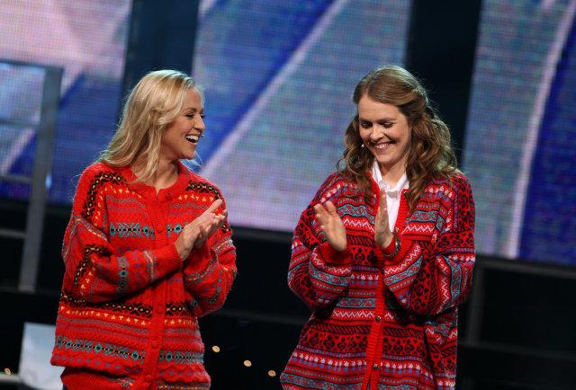 Ragnhildur Steinunn og Eva María kynna Söngvakeppni Sjónvarpsins.