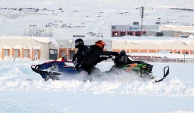 Snjósleðamenn sprettu úr spori í dag á Akureyri.