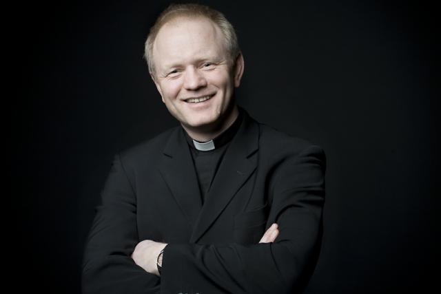 Sr. Bjarni Karlsson.