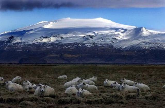 Eyjafjallajökull hefur gosið tvisvar á sögulegum tíma. Mest er vitað ...