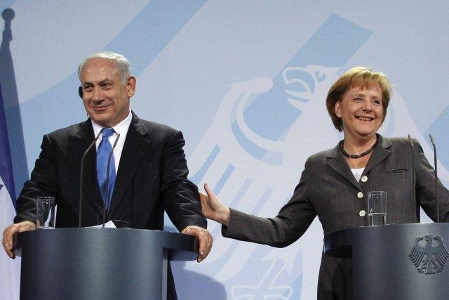 Benjamin Netanyahu og Angela Merkel á sameiginlegum blaðamannafundi í Berlín ...