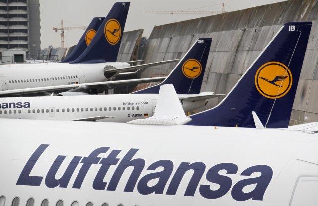 Flugvélar frá Lufthansa á flugvellinum í Frankfurt.