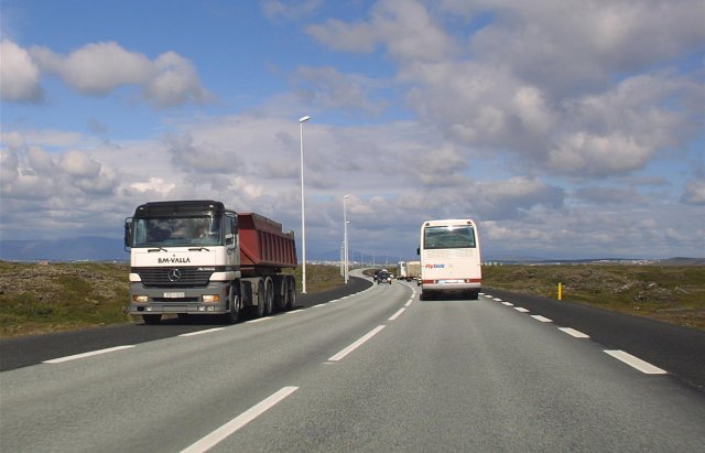 Tvöföldun Reykjanesbrautar myndi kosta um 10 milljarða samkvæmt áætlun Vegagerðarinnar.