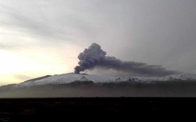 Gosmökkurinn séður frá Múlakoti í Fljótshlíð í morgun.
