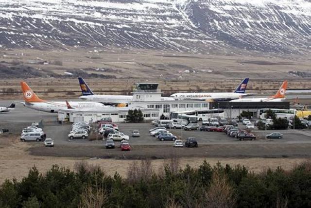 Oft var þröng á þingi á Akureyrarflugvelli þegar þotur og ...