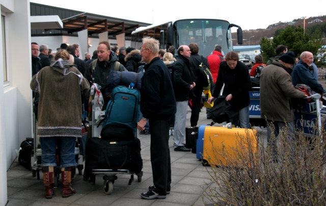 Fjöldi farþega kom í kvöld með vélum Icelandair frá Glasgow.