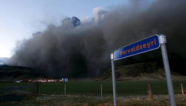 Mikið öskufok er undir Eyjafjöllum og nágrenni.