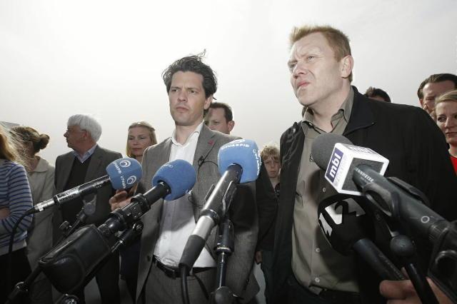 Dagur B. Eggertsson og Jón Gnarr á þaki Æsufells 4 ...