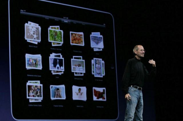 Steve Jobs kynnir fjórðu útgáfu iPhone símans í San Francisco ...