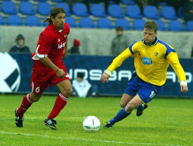 Helgi Kolviðsson í Evrópuleik með Kärnten á Grindavíkurvelli.