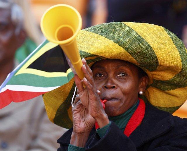 Hér má sjá Vuvuzela í notkun.