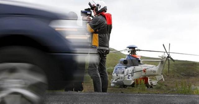 Lögregla með umferðareftirlit á Suðurlandsvegi.