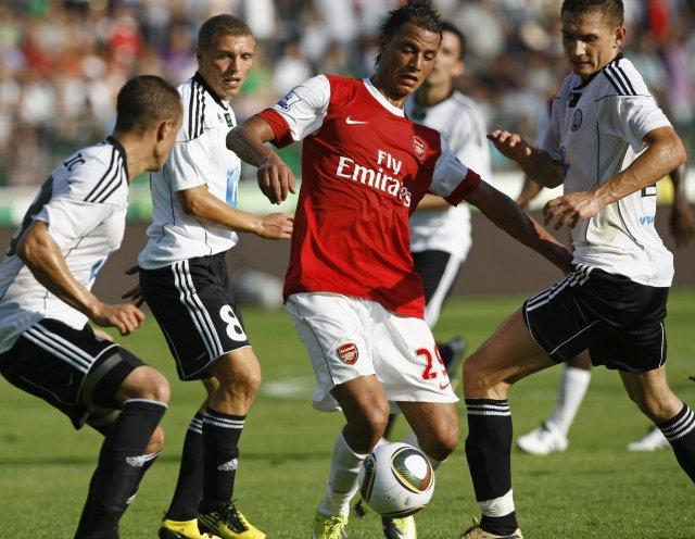Marouane Chamakh framherji Bordeaux fór til Arsenal.