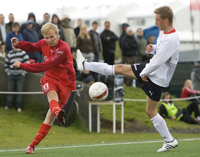 Grétar Örn Ómarsson, til hægri, skoraði sigurmark Fjarðabyggðar.