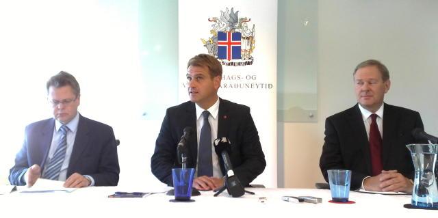 Már Guðmundsson, seðlabankastjóri, Árni Páll Árnason, viðskiptaráðherra og Gunnar Þ. ...