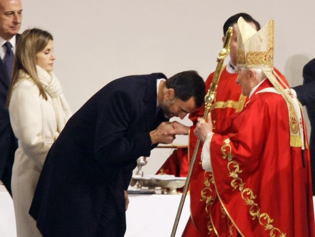 Felipe prins og Leticia, prinsessa voru meðal þeirra sem hlýddu …