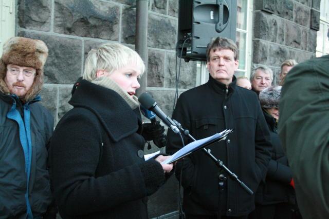 Elfa Dögg Þórðardóttir ávarpar Guðbjart Hannesson heilbrigðisráðherra