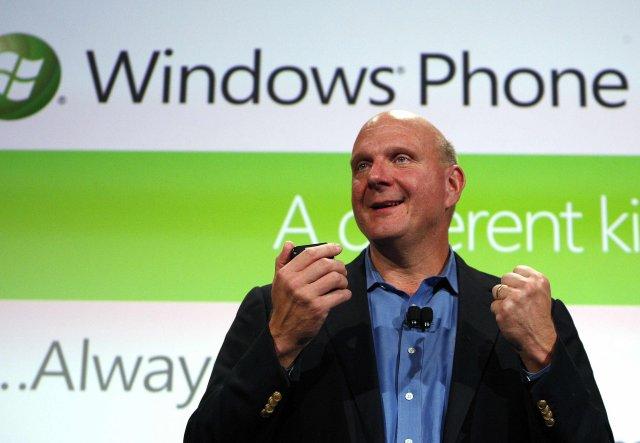Steve Ballmer, forstjóri Microsoft, hleypti Windows Phone 7 stýrikerfinu af ...