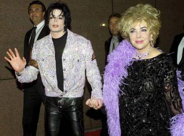 Jackson með vinkonu sinni Elizabeth Taylor.