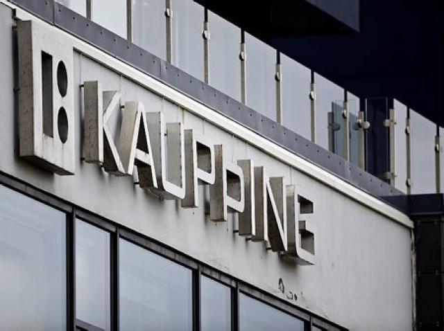 Eik fasteignafélag skuldaði Kaupþingi 15,8 milljarða króna í september. Eiginkona ...