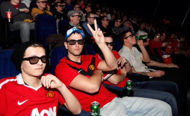 Íslenskir stuðningsmenn Manchester United horfa á sína menn spila við …