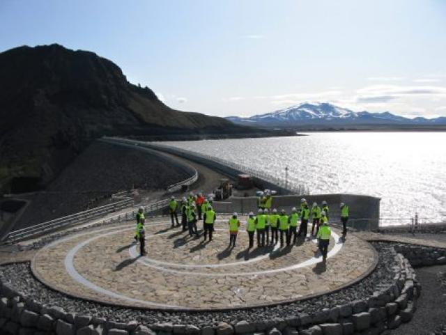 Útilistaverkið Hringiðan eftir Jónínu Guðnadóttur.