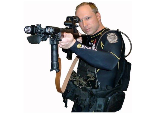 Mynd af Breivik sem tekin er úr stefnuyfirlýsingu hans, sem ...
