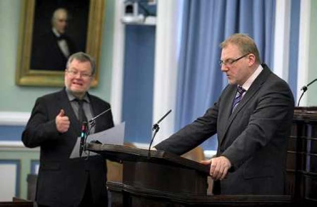 Össur Skarphéðinsson utanríkisráðherra á Alþingi. Árni Þór Sigurðsson í ræðustól.