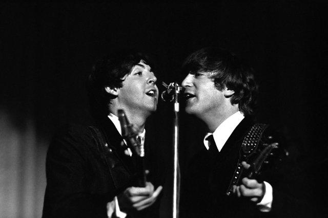 Paul McCartney og John Lennon árið 1964.
