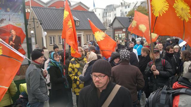 Mótmælin voru til að sýna samstöðu með mótmælaöldu sem gengur ...