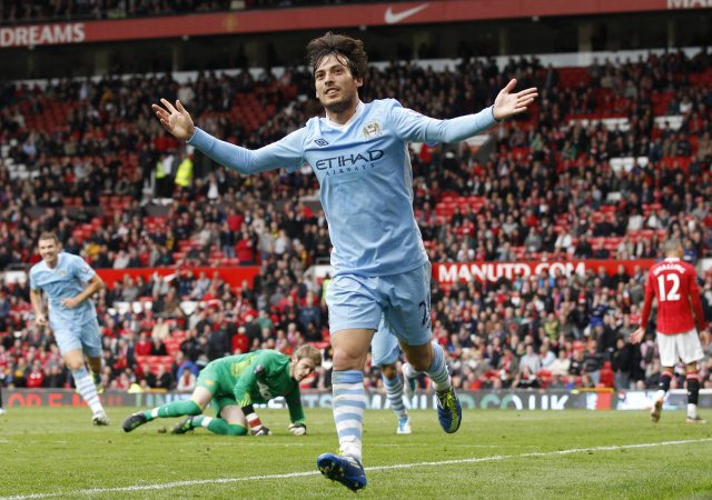 David Silva fagnar marki gegn United á Old Trafford.