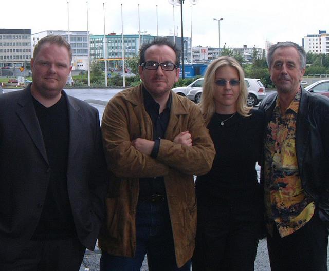 F.v.: Einar Bárðarson tónleikahaldari, listamennirnir Elvis Costello og Diana Krall, …