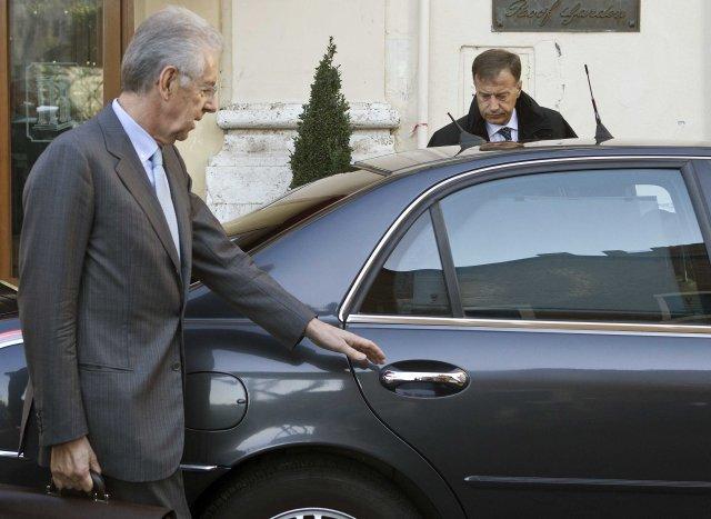 Mario Monti er fyrrverandi framkvæmdastjóri ESB og hagfræðiprófessor.