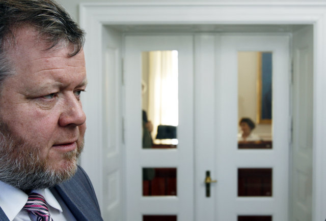 Össur Skarphéðinsson, utanríkisráðherra, fyrirhugar umfangsmikla uppstokkun í utanríkisþjónustu Íslands á ...