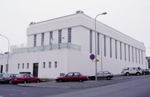 Sundhöllin was designed by architect Guðjón Samúelsson.