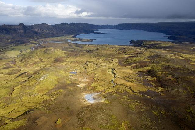 Hverir suður af Kleifarvatni. Sveifluháls liggur til norðausturs.