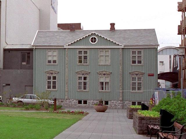 Húsið, sem stendur við Thorvaldsensstræti 2 í Reykjavík, er einnig ...