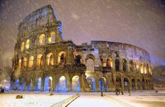 Colosseum hefur verið lokað í tvo daga. Ófært er víðast …