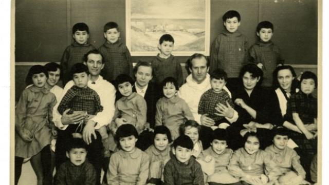 Þessi 22 grænlensku börn voru árið 1951 flutt frá Grænlandi ...