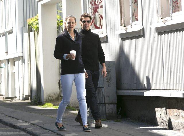 Þessi mynd náðist af Katie Holmes og Tom Cruise á …