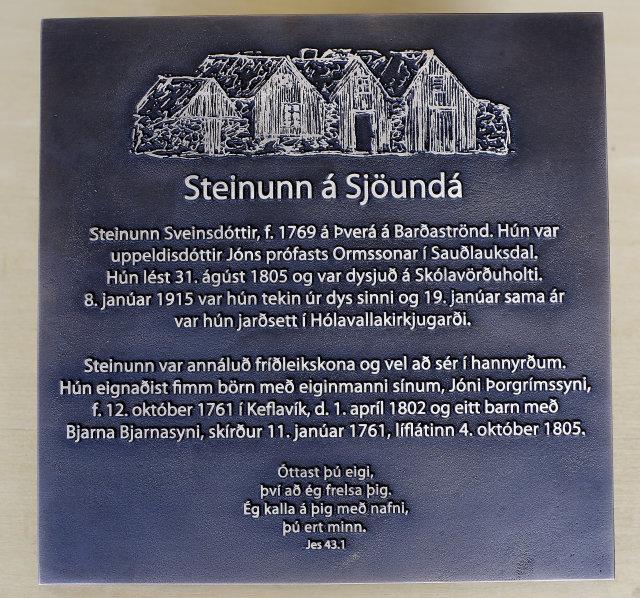 Skjöldurinn sem mun prýða gröf Steinunnar.