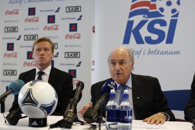 Geir Þorsteinsson formaður KSÍ og Sepp Blatter forseti FIFA. Myndin ...