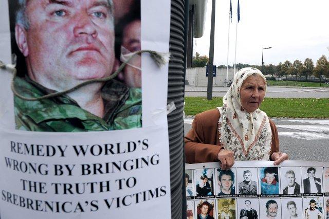 Ekkjur og mæður í Srebrenica hafa ekki gleymt verkum hers …
