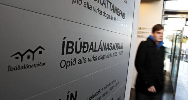 Fjölskyldan hefur ákveðið að hætta að greiða af fasteignaláni sem ...