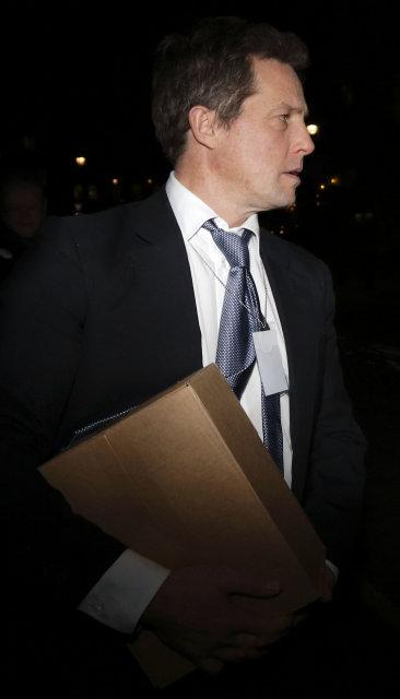Leikarinn Hugh Grant gagnrýnir Cameron fyrir afstöðu sína.